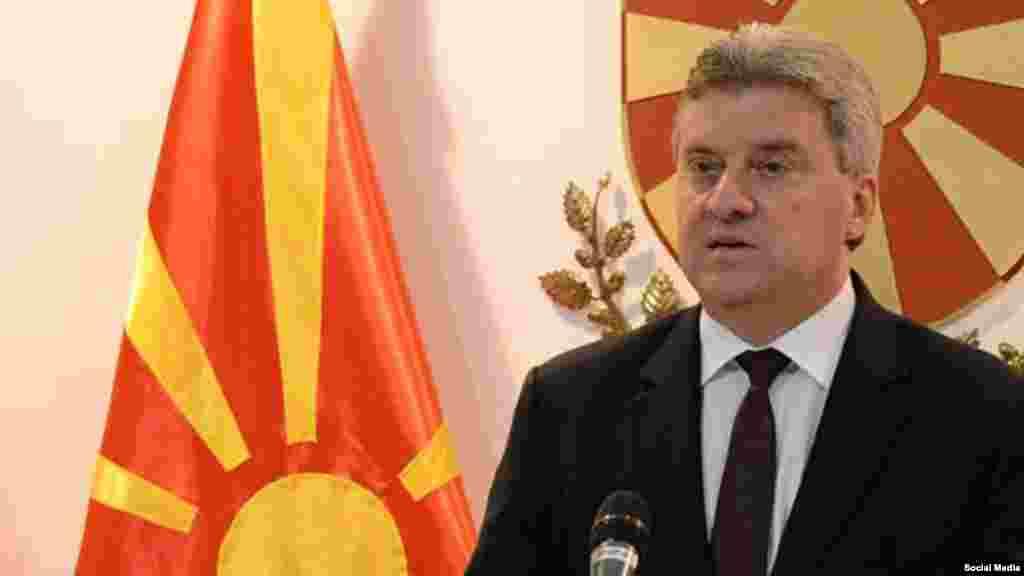 МАКЕДОНИЈА - Здружението на новинари на Македонија изрази загриженост за информациите дека кабинетот на претседателот на државата Ѓорге Иванов на одредени новинари им понудил безбедносни сертификати во име на поголема транспарентност на институцијата. Според ЗНМ, таквиот чекор е обид за притисок и контрола врз медиумите.