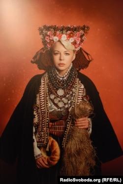 Ната Жижченко у весільному вбранні XIX cтоліття