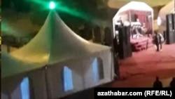 Временные павильоны широко используются жителями Ашхабада для празднования семейных торжеств, Ашхабад, 13 марта, 2020