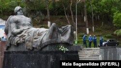 Памятник Неизвестному солдату в парке Ваке