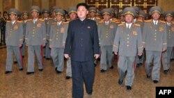 Հյուսիսային Կորեայի առաջնորդ Կիմ Ջոնգ Ունը բարձրաստիճան զինվորականների հետ, արխիվ