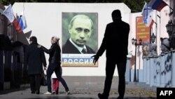 Портрет Володимира Путіна в Музеї світової скульптури, анексована Євпаторія, жовтень 2015 року