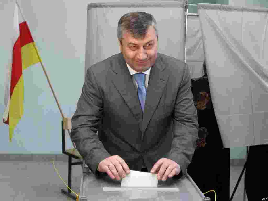 """Южная Осетия: На первых после признания независимости Россией парламентских выборах лидирует правящая партия """"Единство"""""""