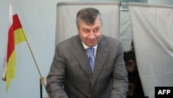 South Ossetia's leader Eduard Kokoity casts his ballot on May 31