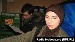 Украина -- Окуева Амина журналисташна копи луш ю Осмаев Адаман динчу рогIера дIахьедаран, Киев, 17Деч2013
