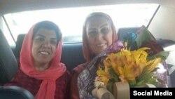 نسرین جوادی (سمت راست) پس از آزادی موقت در هشتم خرداد ۹۸