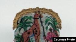 "Кошелек с изображением первого привезенного в Европу жирафа, 1827 год. [Фото — <a href=""http://www.tassenmuseum.nl/default.aspx?pagename=collectie_1800"" target=_blank>Tassenmuseum Hendrikje</a>]"