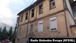 Стари градби во Битола кои се заштитени со закон, но не се реновираат. Зградата на поранешниот британски конзулат.