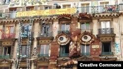 Здание в Париже, захваченное сквоттерами.