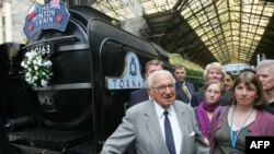Sir Nicholas Winton meets with evacuees from Nazi-occupied Czechoslovakia 70 years ago, at Liverpool Street Station, in London in 2009.