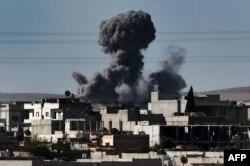Бои в Кобани. Фотография сделана с территории Турции. 7 октября