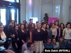 Kolinda Grabar Kitarović sa učenicima pravoslavne gimnazije