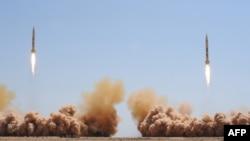 "Rachete de tip ""Joulan 1"" și ""Joulan 2"", lansate de sirieni la manevre militare în 2012"