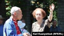 Пенсионеры на митинге в Алматы против повышения тарифов. Июнь 2013 года. Иллюстративное фото.