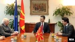 Архивска фотографија: Средба на премиерот Никола Груевски со посредникот на ОН Метју Нимиц во Скопје.
