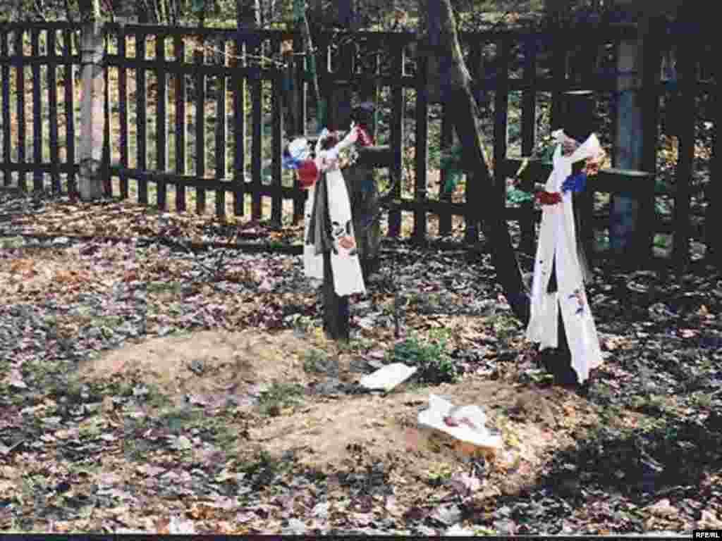 Поминальні дні в селі Рудня. 2003 р.