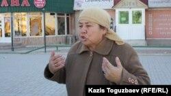 Жительница Жанаозена говорит, что в магазинах города нет продуктов. Жанаозен, 19 декабря 2011 года.