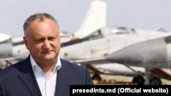 Moldova prezidenti Dodon Marculesti hərbi hava bazasında
