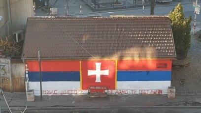 Trobojka i grafit mržnje u beogradskom naselju Senjak
