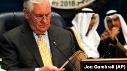 Госсекретарь США Тиллерсон готовится к выступлению в Кувейте