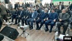 محمد مخبر، رئيس ستاد اجرایی فرمان امام (ردیف اول، نفر دوم از راست) در مراسم رونمایی از فراصندوق ستارگان