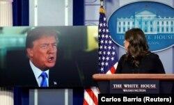 Președintele american Donald Trump și purtătoarea de cuvânt a Casei Albe, 4 ianuarie 2018