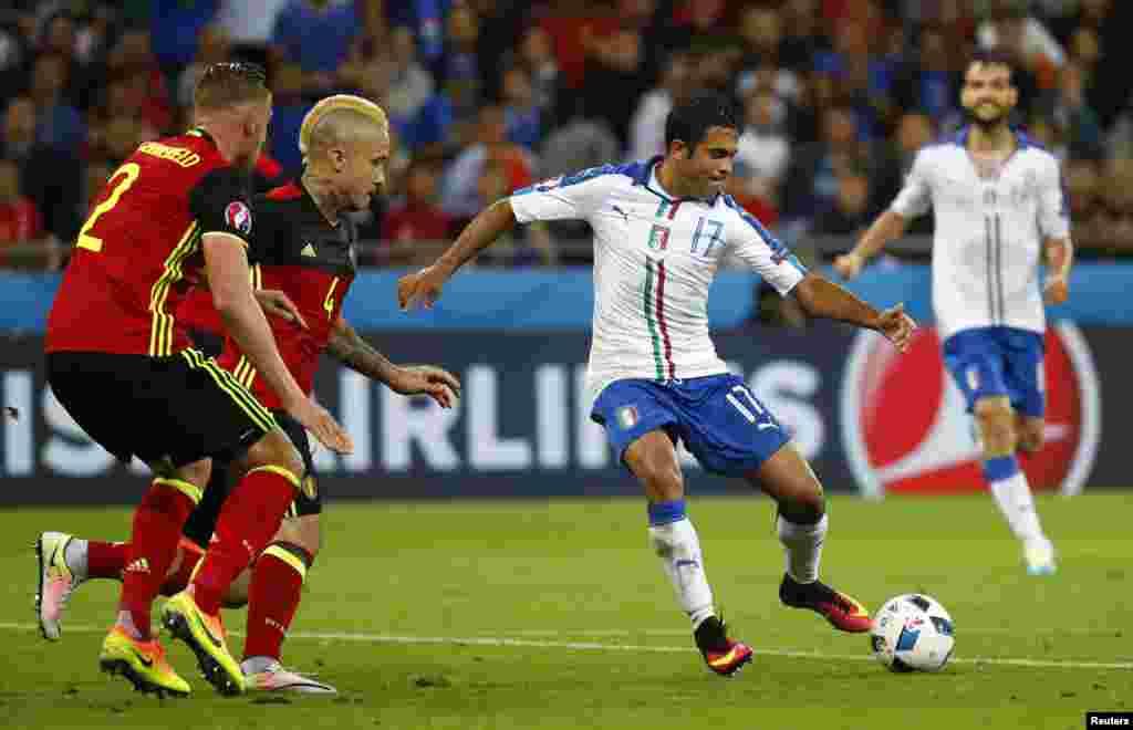 Сборная Бельгии в первом матче проиграла сборной Италии со счетом 0:2. Команды этих двух стран встречались на поле 22 раза, в них сборная Италии выигрывала 14 раз. Сборная Бельгии в четырех играх выигрывала, в четырех сыграла вничью. Лион, 13 июня 2016 года.