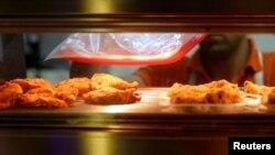 Pečena piletina u jednoj radnji u Teheranu