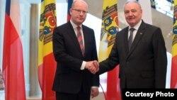 نیکولای تیموفتی رئیس جمهور مولدووا و بهوسلاف سوبوتکا صدراعظم جمهوری چک