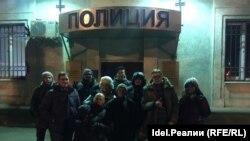 Волонтеры самарского штаба Навального после освобождения из полиции 3 декабря