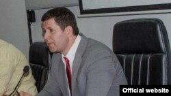 Претседателот на Здружението на новинари Насер Селмани.
