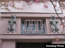 4. Будинок з ведмедями, нині адміністративна будівля, Ужгород