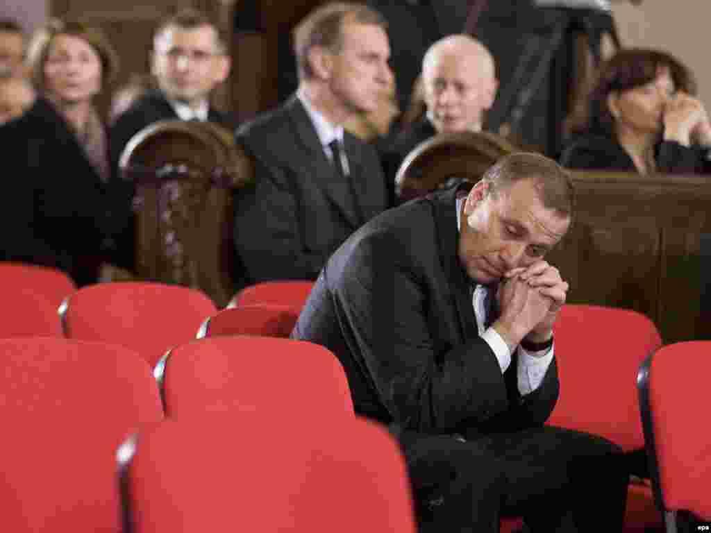 Былы польскі міністар унутраных спраў Гжэгаж Схэтына наведаў богаслужэньне ў архікатэдральным касьцёле Варшавы