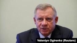 1 липня голова Національного банку Яків Смолій написавзаяву про звільнення за власним бажаннямчерез «систематичний політичний тиск»