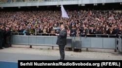 Петро Порошенко з прихильниками на НСК «Олімпійський», Київ, 14 квітня 2019 року