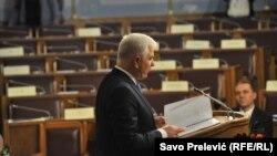 Premijer Duško Marković u polupraznoj skupštinskoj sali