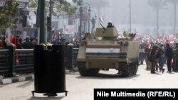 اجواء حرب في القاهرة في ذكرى ثورة شبابها