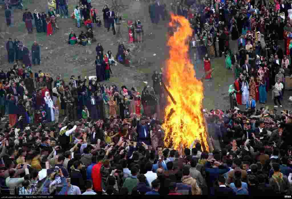 مردم شهرها و روستاهای اطراف با افروختن آتش، رقص و پایکوبی، چهارشنبهسوری را گذراندند.