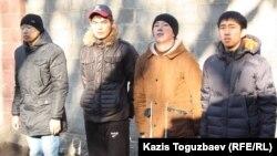 Денсаулығы әскери қызметке жарамды деп танылған жастар. Алматы, 3 желтоқсан 2013 жыл.
