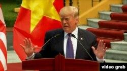دونالد ترامپ در نشست خبری شهر هانوی ویتنام