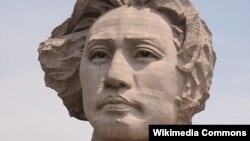Скульптура молодого Мао (Китай)