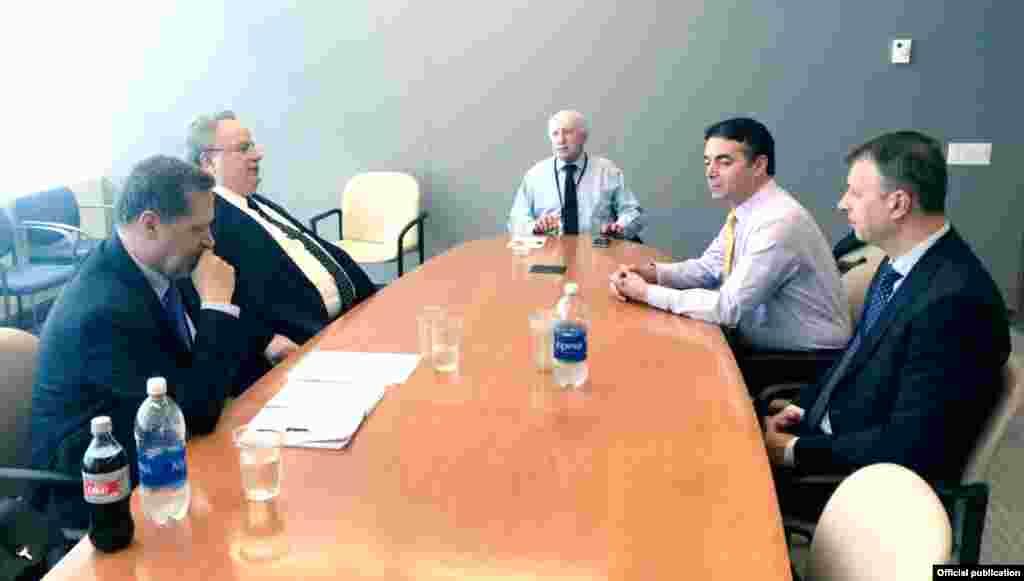 МАКЕДОНИЈА / САД - Во зградата на ОН во Њујорк се одржа уште една средба од новата рунда преговори за спорот за името под медијаторство на Метју Нимиц.