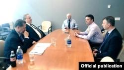 Архива - состанок на министрите за надворешни работи Никос Коѕијас и Никиола Димитров со посредникот на ОН Метју Нимиц во Њујорк