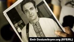 Самым резонансным убийством журналиста в Украине до гибели Павла Шеремета было убийство Георгия Гонгадзе (на фото) в 2000 году, также работавшего в «Украинской правде». Судьба расследований убийств журналистов с тех пор не сильно изменилась.