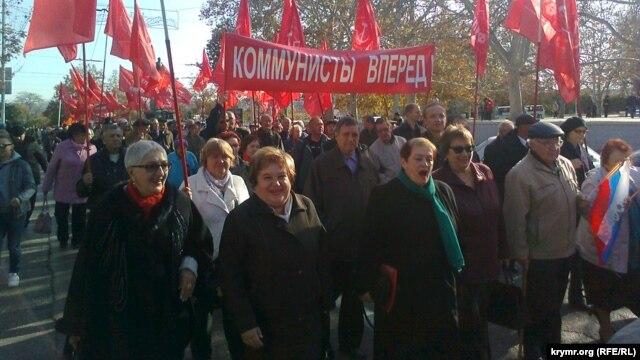 На митинге в Севастополе выразили недовольство политикой Москвы (ФОТО)