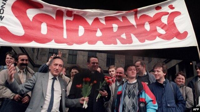 Tadeusz Mazowiecki: Mazowiecki, Solidarnosc Leader And Poland's