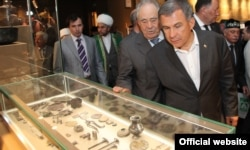 Tatar President Rustam Minnikhanov (center right) and former President Mintimer Shaimiyev tour the museum of Bolgar civilization in Bolgar.
