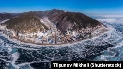 Lisztvjanka falu a Bajkál-tó partján terül el