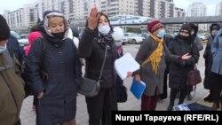 Столичные ипотечники собрались возле Акорды. Нур-Султан, 5 октября 2020 года.
