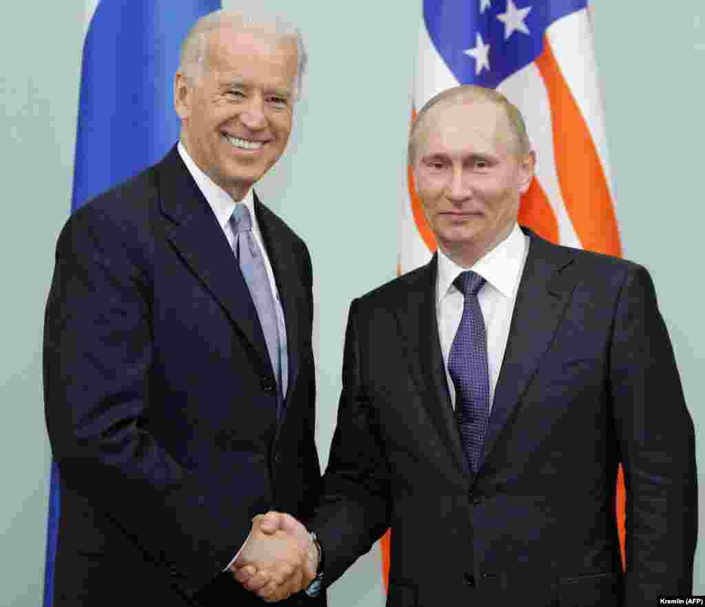 САД / РУСИЈА - Претседателот на САД, Џо Бајден изјави дека на средбата во јуни ќе изврши притисок врз рускиот претседател Владимир Путин да ги почитува човековите права. Самитот на 16 јуни во Женева, Швајцарија се случува во услови на ескалација на тензиите меѓу САД и Русија.